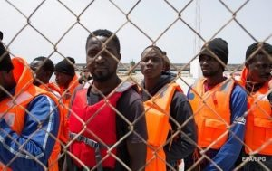 Quelques dizaines de migrants abandonnés par leurs passeurs en plein désert